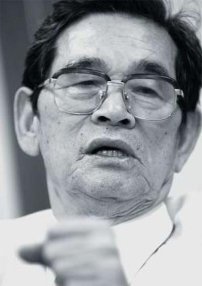 <b>青木定雄(あおき・さだお)氏</b><br /> 1928年6月、韓国生まれ。77歳。60年にミナミタクシーを設立。63年に、桂タクシーの経営権を譲受。77年、両社を合併、頭文字を取って、エムケイに社名変更、同社会長に就任。95年、グループ会長を引退。2002年から近畿産業信用組合会長を務める。2017年6月8日死去。(写真:福島正造)