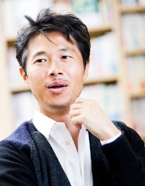 """<span class=""""fontBold"""">浜口隆則(はまぐち・たかのり)</span><br />ビジネスバンクグループ社長。横浜国立大学、ニューヨーク州立大学卒業。1997年に「日本の開業率を10%に引き上げます!」をミッションに創業。起業家向けオフィス賃貸事業などを生み出した。現在はクラウド型経営システムなど、さまざまなサービスを手掛ける。『戦わない経営』(かんき出版)など著書多数"""