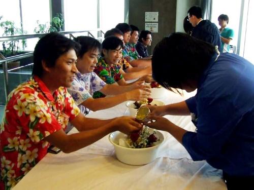 4月のソンクラーン(水掛け祭り)では丁寧にセレモニーを開催した。タイの文化への敬意の表れだ。