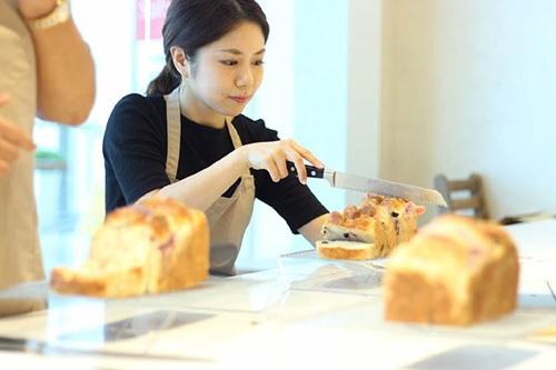 集客力が高いのはケーキコースとパンコース。出来上がりを持ち帰ることができるギフト用途が人気の要因だ。