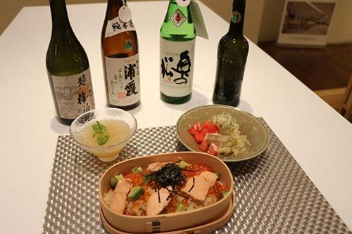 スタジオで実施した「東北フードアンドテイスティングイベント」での一コマ。東北の食材や日本酒の試食会でタイ人の志向を探った。