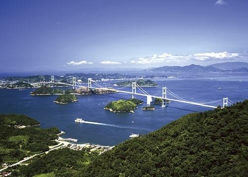 今治からクルマで移動できる島には、証券会社の担当者が頻繁に訪れる(写真=アフロ)