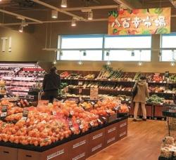 「八百幸 成城店」は埼玉県地盤のヤオコーにとって都市型小型店の1号店。店舗専任のバイヤーを配置し、鮮度の高い商品を仕入れる