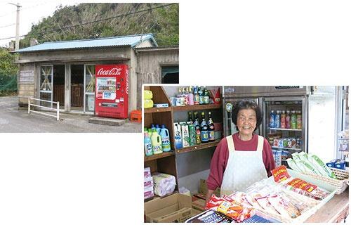 <b>6軒しかない集落のために日用品は一通りそろえる。狭い店内に所狭しと商品が並び、名嘉山スエ子さんが1人で切り盛りする</b>