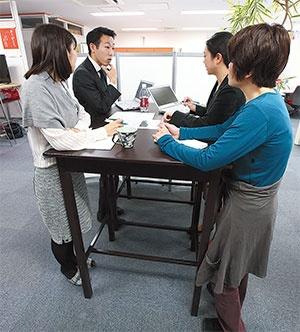 <b>NTW Inc.では毎日12時に仕事の進捗を確認</b>(写真=北山 宏一)