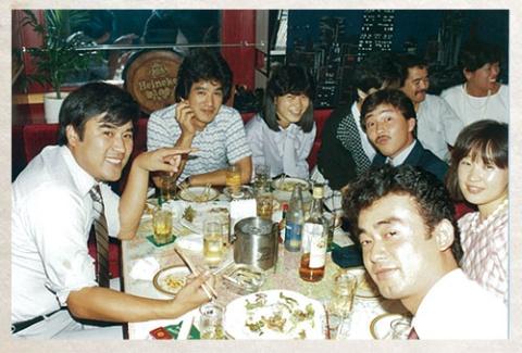1980年<br />留学中に貯めた資金 で旅行会社設立