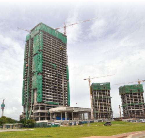 コロンボ市内では、外資企業によるホテルや高層マンションの建設が進む。写真は建設中のシャングリ・ラ ホテル