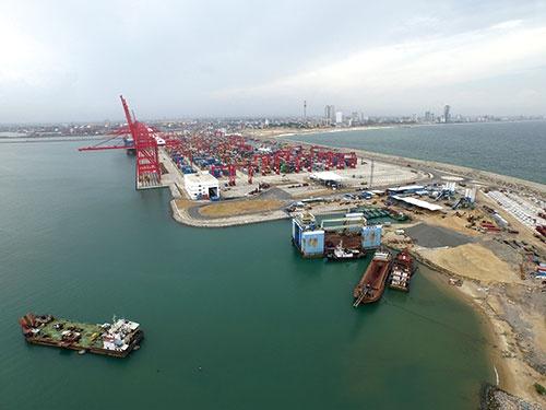 南アジアで最大のコンテナ取扱量を誇る コロンボ港。さらなる拡張工事が続く