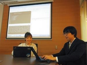 <b>テンプHDでHRテックを推進する山崎涼子・人事情報室長(左)と小川翔平氏</b>