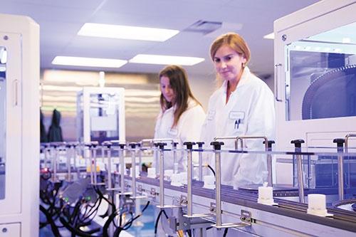 自動化が進むアンブリーの遺伝子解析拠点