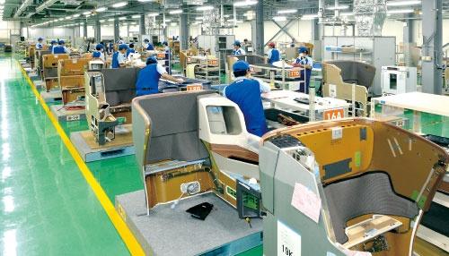 シート市場開拓の拠点が稼働<br/>●宮崎ジャムコの生産現場