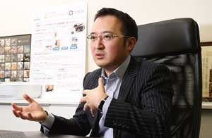 自動車や部品メーカーの業務改善のコンサルタントを経て起業した鈴木悟史社長(写真=陶山 勉)