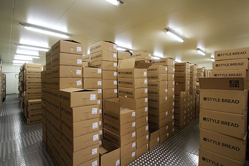出荷前の商品冷凍倉庫。約1週間で在庫が回転する
