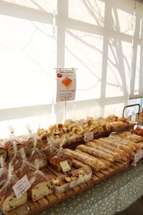 店舗でも工場で製造したパンを販売する