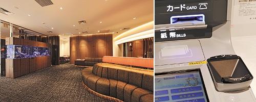 談話室風の内装にしたテラッセ納屋橋支店(名古屋市、左)。手のひらだけで本人認証できる装置も導入(写真=臼井 喜美夫)