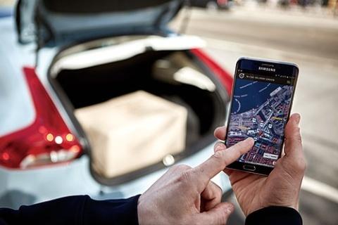 <b>インターネットで購入した商品をクルマのトランクに届ける新サービス</b>