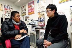 星﨑氏と小石川店長との面談。現場の声を拾い上げる(写真=竹井 俊晴)