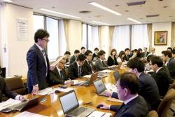 <b>営業の「売り方マネジメント会議」</b>(写真=陶山 勉)