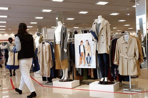 <b>売り場は以前のように過剰な在庫がなくなり、商品が選びやすくなった</b>(写真=竹井 俊晴)