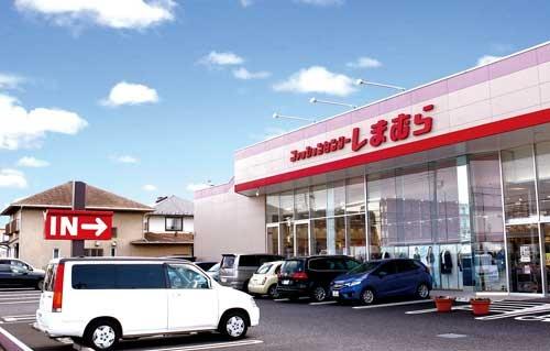 <b>しまむらは郊外のロードサイドを中心に出店、1000平方メートル程度の広さの店舗を構える</b>(写真=竹井 俊晴)