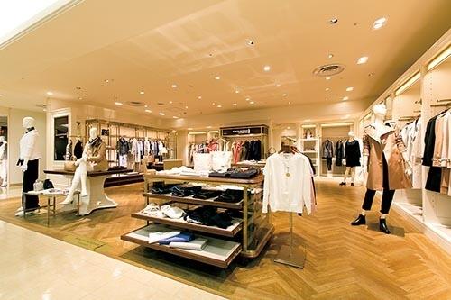<b>三陽商会がバーバリーの後に、力を入れる「マッキントッシュ ロンドン」。約260の売り場のうち、採算が合わない店は閉鎖の可能性も</b>(写真=的野 弘路)