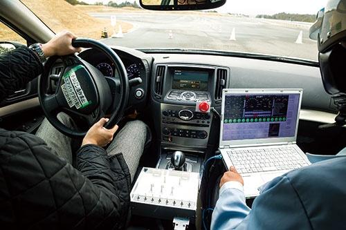 <b>ジェイテクトの伊賀試験場で本誌に公開した試作車。クルマの操作を電子制御する「ステア・バイ・ワイヤ」を搭載する</b>(写真=菅野 勝男)