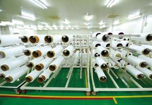 生産したセパレーターの仮置き場。顧客ごとに管理されていて、LG化学などの名前が並んでいた
