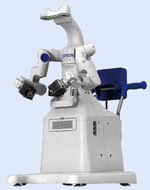 自律的に作業内容をカイゼンできるロボットを目指している<br/>●エプソンが開発している双腕ロボット