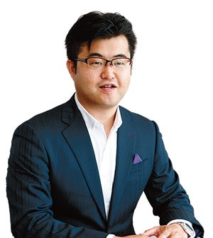 「営業の分業化はこれからのトレンド」と話すウエイクの内山雄輝社長(写真=竹井 俊晴)