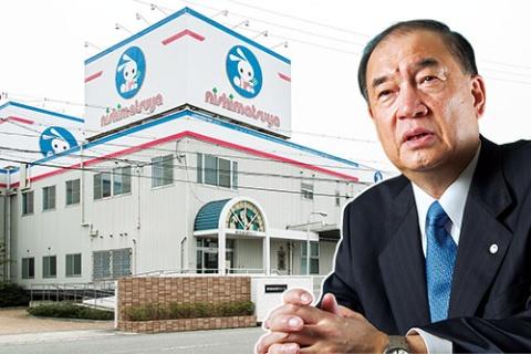 大村社長は西松屋創業者の娘と結婚した縁で、ベビー・子供用品業界に足を踏み入れた。今でも兵庫県姫路市の本社(左)から、全国に指示を出す(写真=菅野 勝男)
