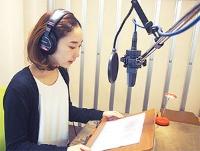 声優の音声収録は自社スタジオで行う。1作品で20人のキャストを使う場合もある