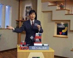 創業者の高田明氏の存在感と名MCぶりで消費者の信頼を勝ち取ってきた