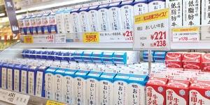 「明治おいしい牛乳」は収益向上策に着手(東京都小金井市のイトーヨーカドー武蔵小金井店)