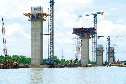 同じホーチミン市内で橋も建設中。受注額207億円の大型プロジェクトだ(写真=宮下 良成)