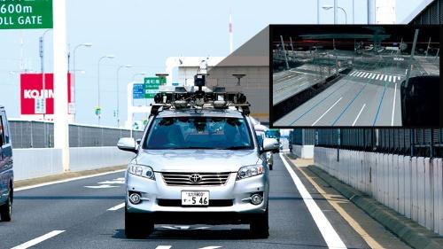 ゼンリンが全国の高速道路の高精度地図を作るために走らせる計測車両。レーダールーフに搭載されたレーザーで計測した情報をベースに、3次元の地図を作る(写真=竹井 俊晴)