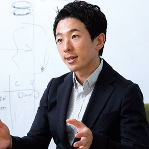 <b>長谷川敦弥社長は2008年、新卒でリタリコに入社し、翌年には社長に就任した</b>(写真=的野 弘路)
