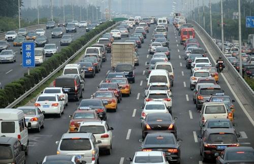 北京市民にとってはひどい交通渋滞も悩みの1つ(写真=Imaginechina/アフロ)