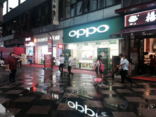 OPPOは実店舗での販売が中心