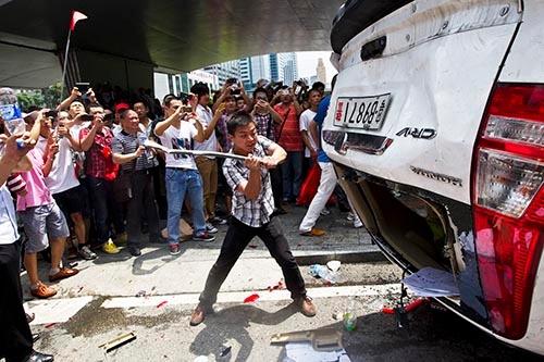 尖閣諸島を巡る反日活動では、一部が暴徒化した(写真:ロイター/アフロ)