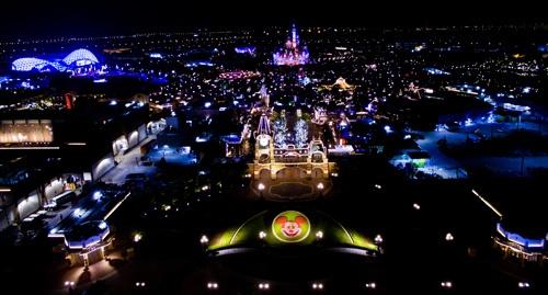 6月16日開業の上海ディズニーランド(写真: Imaginechina/アフロ)