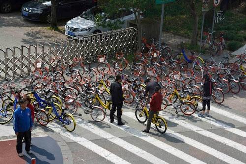 中国ではシェア自転車が一気に普及したため、自転車が道路に溢れるなどの社会問題も引き起こしている(写真:町川 秀人)