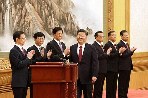 中国の新しい「チャイナセブン」。左から韓正、王滬寧、栗戦書、習近平、李克強、汪洋、趙楽際の各氏(写真:Bloomberg/Getty Images)