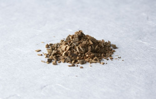 「焼香」は日本の香の原初スタイル。線香は江戸時代以降のものでインスタント製品(photo by 日本香堂)