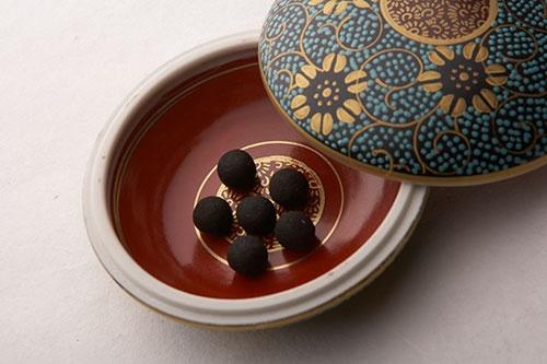 「練香」は鑑真和上により伝えられたという説がある(photo by 日本香堂)