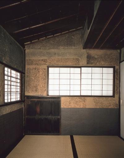 利休作の二畳敷の茶室「待庵」。究極のミニマルが追求される(写真提供:表千家 不審菴)