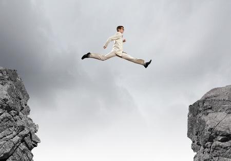 「飛び上がって届くか届かないかぐらいの目標を掲げる。現状で達成できる範囲の目標を立てるのでは進歩が望めません」(写真:nexusplexus/123RF)
