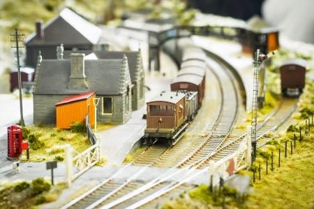 地域住民の足として必要不可欠なインフラである地方鉄道の事業継承を支援。利用客はやがて増加した。(写真:whitestone/123RF)※ 写真はイメージです