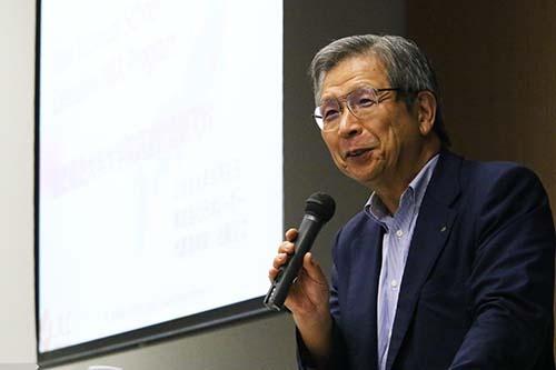 リストラで退職することになった日本電子の社員とひとり一人と労働組合の委員長として面接したつらい経験が、経営者としての原点になっています。