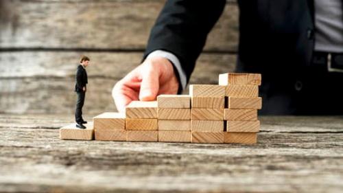「ビジネスキャリアの最後のステージは、人それぞれの価値観で決めていく」(写真:gajus / 123RF)
