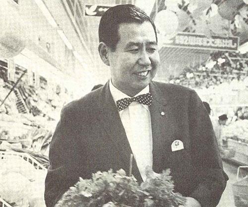 日経ビジネスの取材に応じた伊藤雅俊氏。当時の伊藤氏は48歳だった